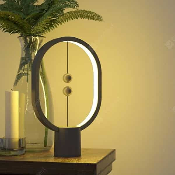 מנורה מדליקה לשולחן ולשידה – רק ב57 שקל! Utorch Magnetic