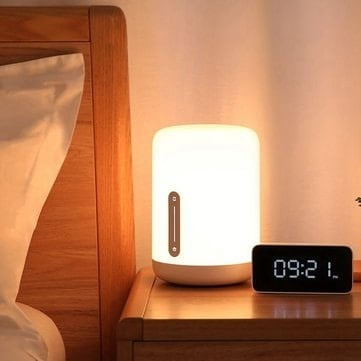 מנורת השידה החכמה של שיאומי! חכמה, צבעונית, עם WIFI ובלוטות' – רק ב$39.99!