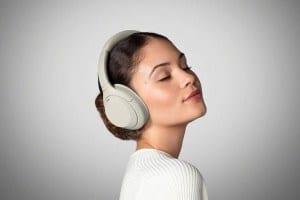 האוזניות הטובות בעולם! SONY WH-1000XM4B החדשות במחיר מעולה!